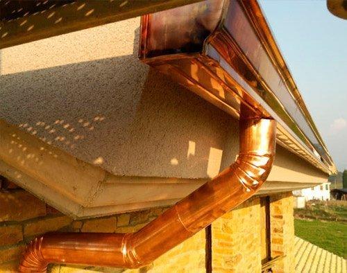 Limpieza y mantenimiento de canalones de cobre