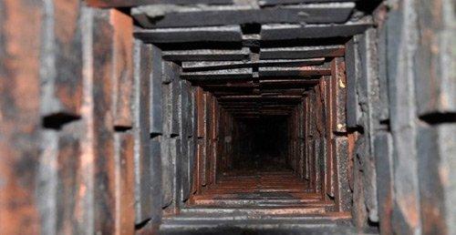 deshollinado del tiro interior de chimenea de ladrillos