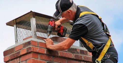 montaje de sistemas anti-pájaros en chimeneas